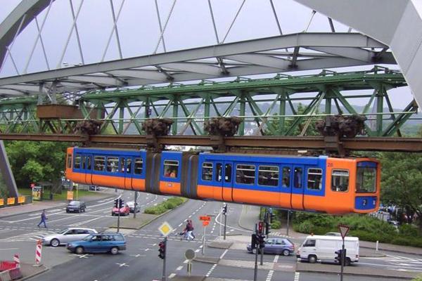 http://news.travelerpedia.net/wp-content/uploads/2011/09/Schwebebahn_ueber_Strasse-.jpg