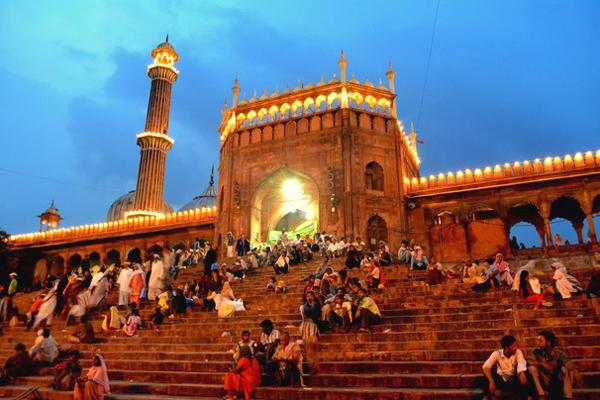 http://news.travelerpedia.net/wp-content/uploads/2011/09/india-eid-al-fitr-2011.jpg