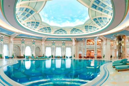 """مسبح فندق """"الريتز كارلتون"""" ، الرياض ـ السعودية"""