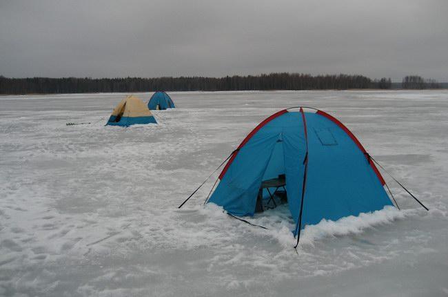 تثبيت الكوخ أو الخيمة على الحفرة