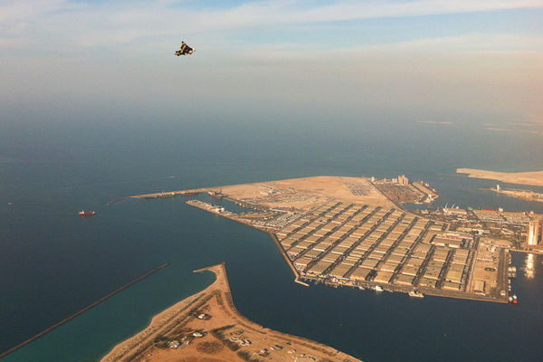 ايف روسي في سماء أبوظبي أثناء مهرجان العلوم الشهر الماضي