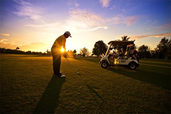 باستطاعة النزلاء قضاء أوقات فراغهم مع رياضة الغولف في ملعب خاص