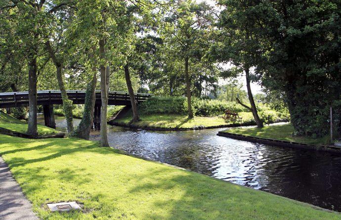 الجسور الخشبية تصل بين أجزاء جيثورن