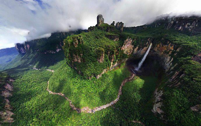 شلالات آنجل في فنزويلا