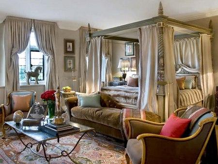 تمتاز غرف الفندق بتأثيث شديد الفنادق وفق الذوق البريطاني الأرستقراطي العريق.