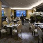 """""""مطعم النهر"""" في فندق سافوي لندن"""