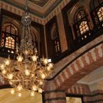 """في بهو فندق """"بيرا بالاس"""".. الفندق المتحف في إسطنبول"""