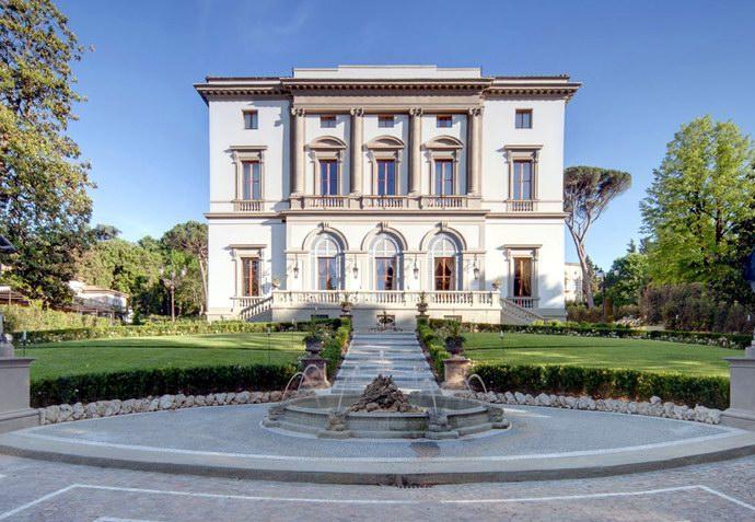 "فندق ""جراند هوتيل فيلا كورا"" وسط حدائق ونوافير فلورنسا"
