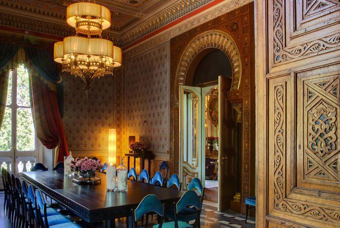 قاعة المغرب العربي بطابعها الإسلامي