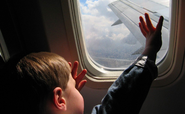 كيف تضمن سفراً مريحاً بصحبة أطفالك؟