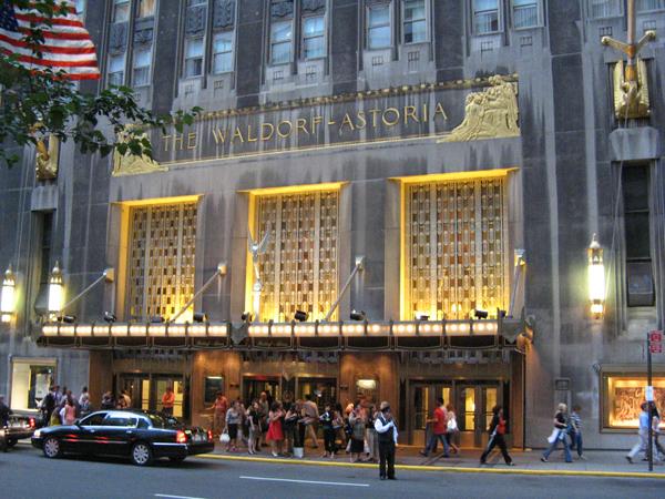 والدورف أستوريا نيويورك: فندق تاريخي للرؤساء والمشاهير