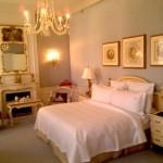 """واحدة من غرف النوم الفاخرة في """"والدورف أستوريا، نيويورك"""""""