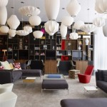 مكتبة الفندق للقراءة والشراء