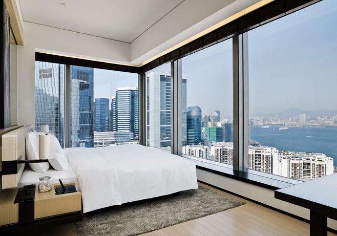 متعة الإقامة في فندق الشرق في قلب هونج كونج
