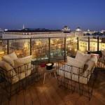 يتيح مقهى Dachboden أعلى الفندق مناظر جميلة للعاصمة النمساوية