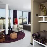 يتميز أثاث الفندق بالأناقة والبساطة في آنِ واحد
