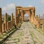 تعتبر تيمقاد واحدة من المدن الرومانية القديمة المحتفظة بكثير من معالمها