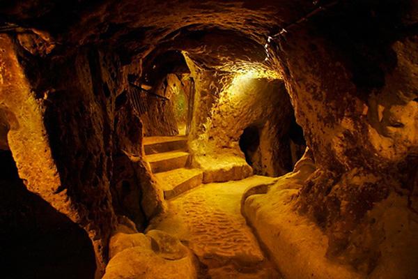 رحلة الى تحت الارض في مدينة ديرينكويو التركية
