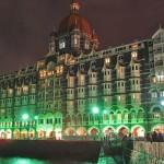 "فندق ""تاج محل بالاس"" في مومباي ليلاً"