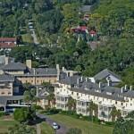 منظر عام لفندق جيكيل وسط الغابات