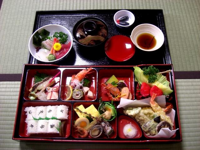العادات اليابانيه تناول الطعام