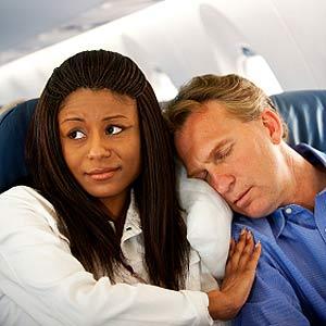 13 أمراً تجعل منك مصدر قلق لركاب الطائرة