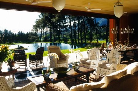 """""""لا ريزيدانس"""" جنوب أفريقيا تحفة فنية وسط الجبال الشاهقة والمساحات الخضراء"""
