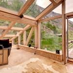 جانب آخر من الجلسات المنفصلة في غرفة المعيشة والمطلة على جبال الألب