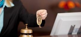 طرق عملية لتجنب الرسوم الإضافية في الفنادق
