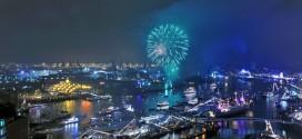 """""""الميناء الأزرق في هامبورغ"""" حدث مذهل يُغرِق المدينة في سحر اللون الأزرق"""