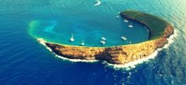 جزيرة مولوكيني.. هلال يضىء سماء هاواي