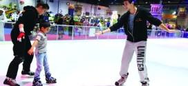 """""""عالم مدهش"""" بدبي يعلم الأطفال التزلج على الجليد"""