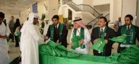 """""""الخطوط السعودية"""" تهدي المسافرين قمصاناً وأعلاماً خضراء احتفالاً باليوم الوطني"""