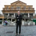 أليكس شينك ، مصمم مبنى معلق في الهواء في العاصمة لندن