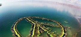 """بالصور : عمال فنادق في البحر الميت يدخلون """"غينيس"""" بأكبر إشارة """"سلام"""""""