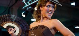 بالصور: انطلاق أسبوع الأزياء المصنوعة من الشيكولاتة Chocolate fashion show في لندن