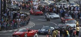 موكب دبي الاستعراضي يحتفل باليوم الوطني الـ43