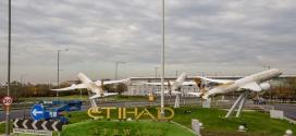 """""""الاتحاد للطيران"""" تعرض التصميم الجديد لألوان طائراتها بمطار هيثرو"""