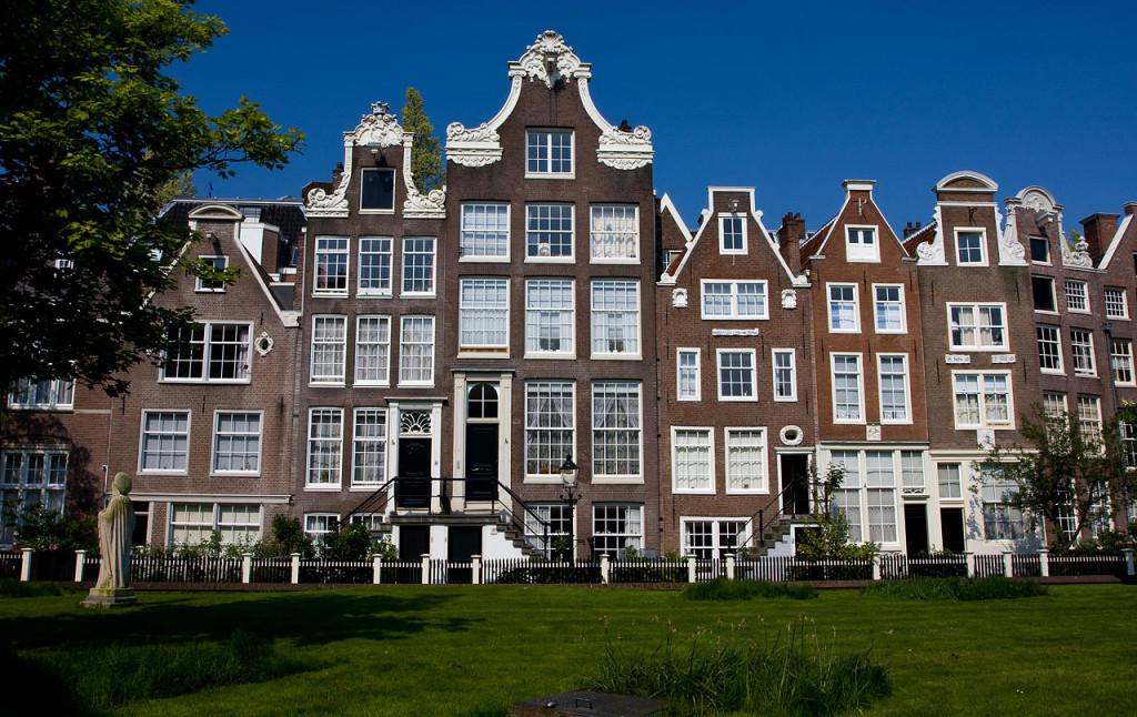 الفناء السري للبغيجنهوف Begijnhof أمستردام