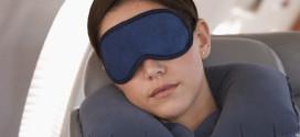5 أشياء لا يستغنى عنها المسافر على متن الطائرة