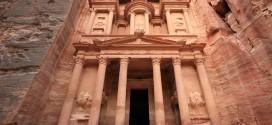 الأردن يعغي السياح الأجانب من ضريبة تذاكر الطيران