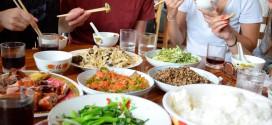 بالصور.. أشهر آداب تناول الطعام حول العالم