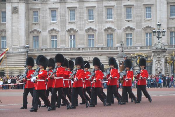 تغيير الحراس أمام قصر باكنجهام، لندن