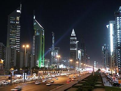 دبي أثناء الليل
