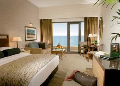 إحدى غرف فندق أمواج روتانا
