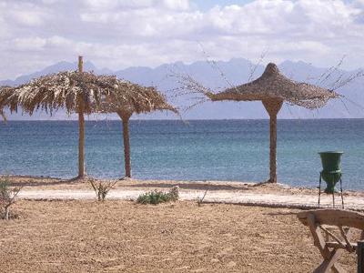 شاطئ قرية الصيادين في نويبع