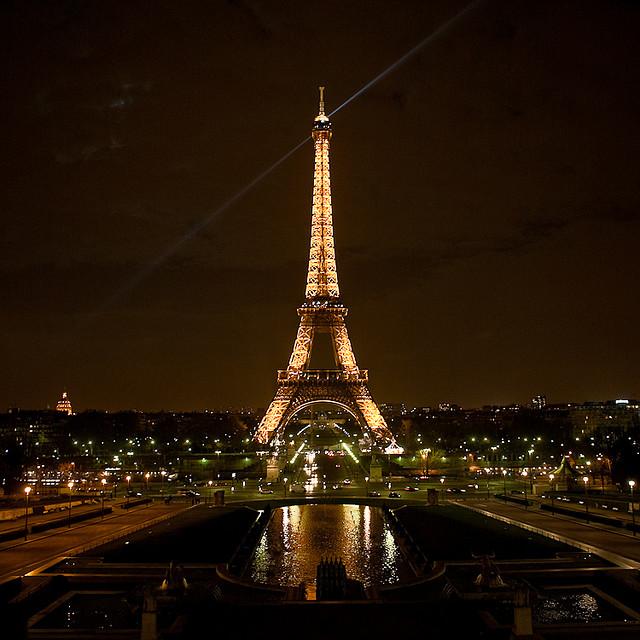 برج إيفل ليلاً