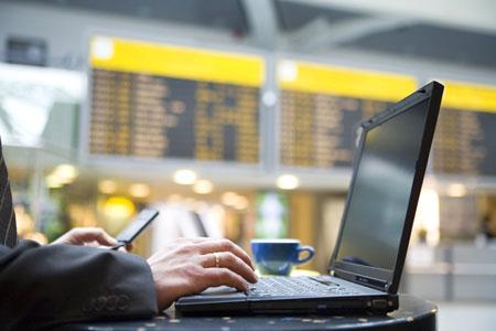 استخدام الأجهزة المحمولة أثناء السفر