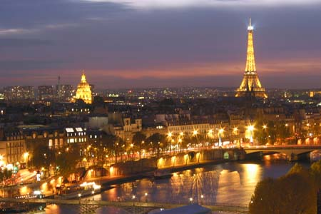 باريس ليلاً
