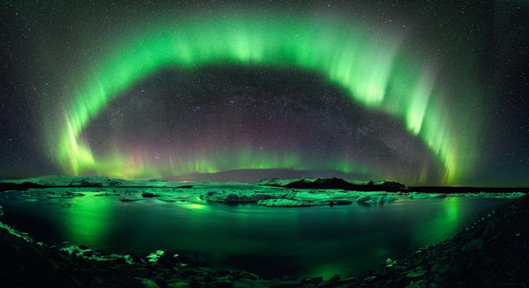 نجوم في سماء آيسلندا